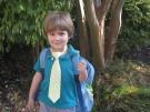 Chłopiec idzie do szkoły